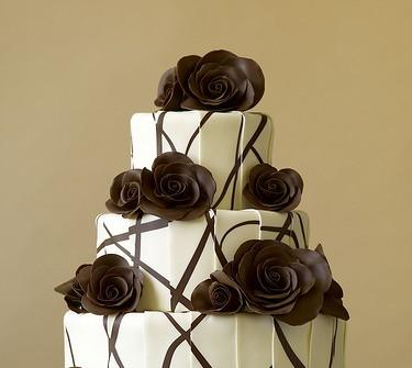 Bánh cưới 3 tầng chocolate trắng đen