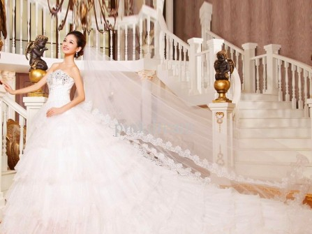 Váy cưới đẹp cúp ngực đuôi dài bồng bềnh