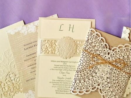 Thiệp cưới đẹp màu trắng kem cắt laser cầu kỳ