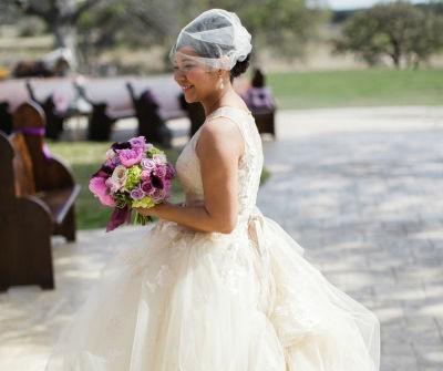Váy cưới đẹp màu kem chất voan bồng bềnh