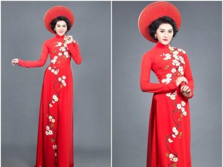 Áo dài cưới màu đỏ truyền thống họa tiết hoa mai trắng nổi bật