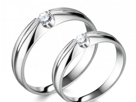 Nhẫn cưới vàng trắng đính kim cương đơn giản
