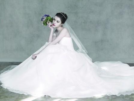 Váy cưới đẹp màu trắng cúp ngực chất liệu voan xòe