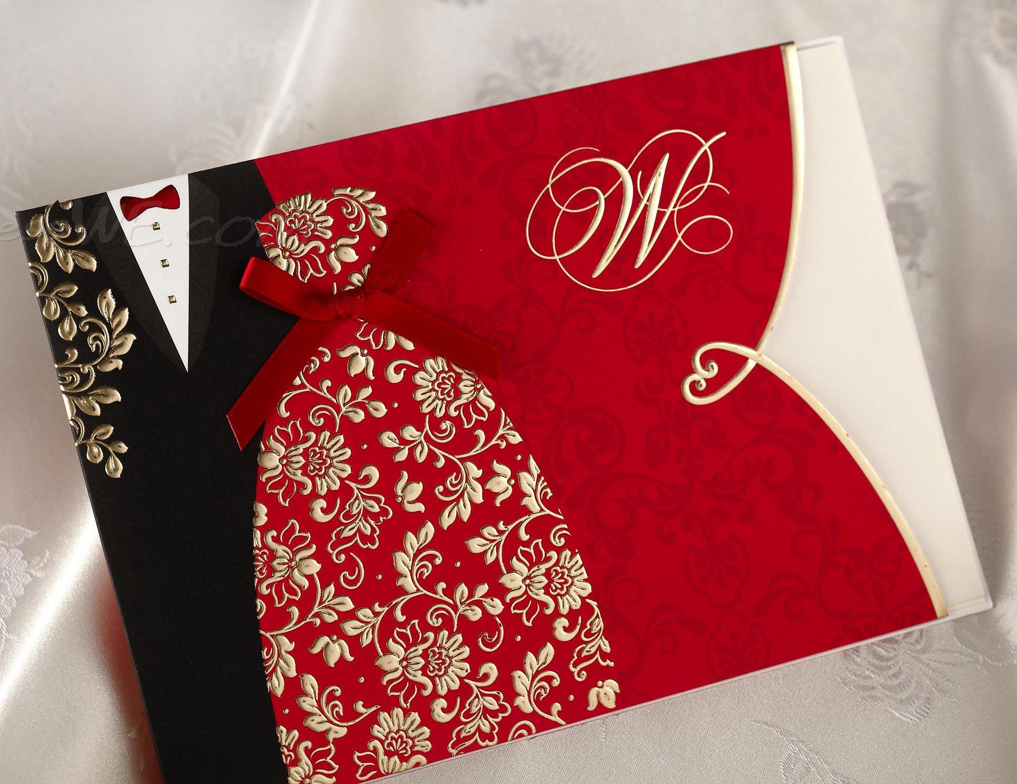 Thiệp cưới đẹp màu đỏ họa tiết trang phục cô dâu chú rể