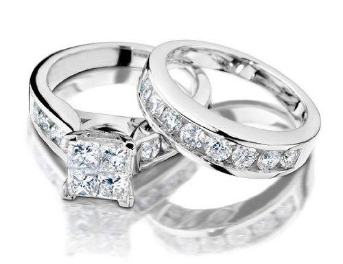 Nhẫn cưới vàng trắng đính kim cương kiểu dáng sang trọng
