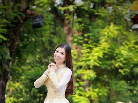 Áo dài cưới đẹp chất voan kết ren ánh vàng