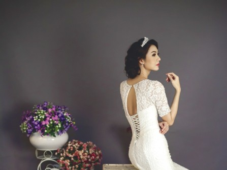 Váy cưới đuôi cá tay lỡ chất ren sang trọng
