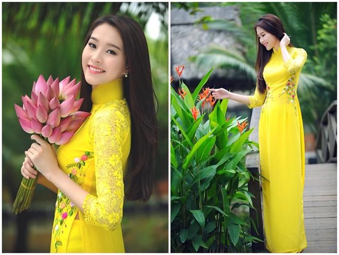 Áo dài cưới đẹp tay lỡ màu vàng thêu hoa hai bên