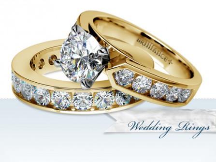 Nhẫn cưới vàng tây đính kim cương sang trọng