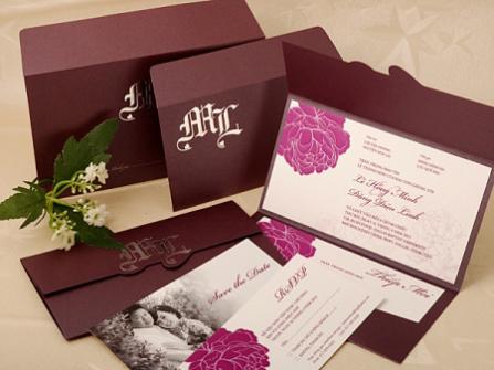 Thiệp cưới đẹp màu tím trang trí hoa đơn giản