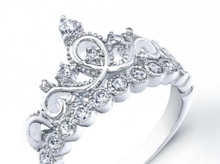 Nhẫn cưới vàng trắng đính kim cương họa tiết vương miện