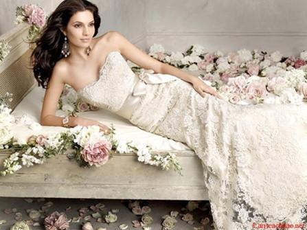 Váy cưới đẹp dáng ôm đuôi cá chất liệu ren may cúp ngực