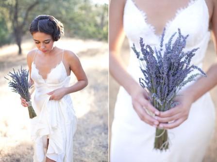 Hoa cầm tay cô dâu màu tím kết từ hoa lavender sang trọng