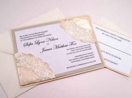 Thiệp cưới đẹp màu trắng kem họa tiết cắt laser đơn giản