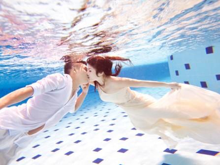 Chụp ảnh cưới dưới nước có khó thực hiện không?