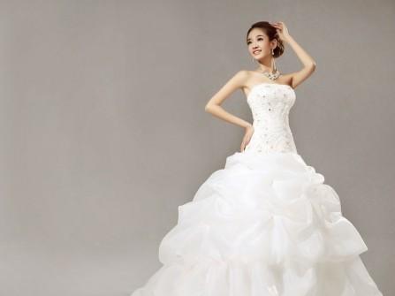 Váy cưới đẹp đuôi cá màu trắng may cúp ngực