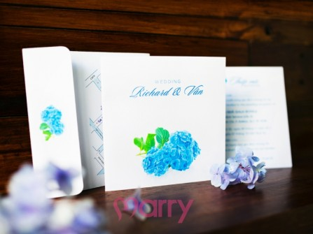 Thiệp cưới đẹp màu trắng hoa cẩm tú cầu xanh