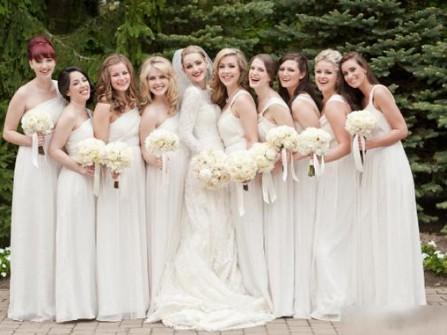 Váy phụ dâu trắng, chất voan, dáng lệch vai