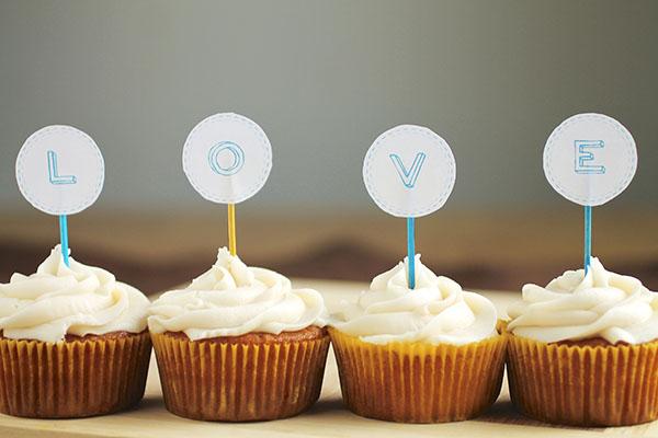 qua-cam-on-khach-moi-banh-cupcake-1