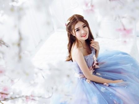 Váy cưới đẹp màu xanh ngọc chất liệu voan xòe rộng