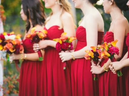 Váy phụ dâu cúp ngực màu đỏ mận dáng suôn dài quyến rũ
