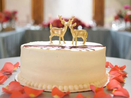 Bánh cưới đẹp màu trắng trang trí phụ kiện đơn giản