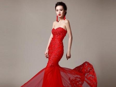 Váy cưới đuôi cá cúp ngực màu đỏ quyến rũ
