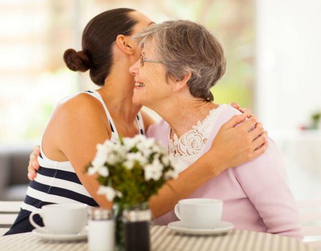 Chủ đề nào dễ ghi điểm với mẹ chồng khó tính?