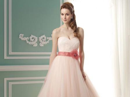 Váy cưới cô dâu cúp ngực hồng phấn