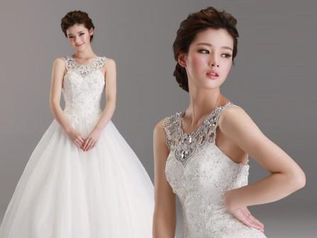 4 mẹo khiến cô dâu vóc dáng gầy xinh đẹp hơn