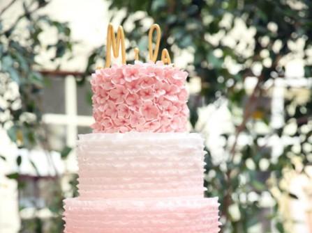 Bánh cưới 3 tầng kết hoa màu hồng