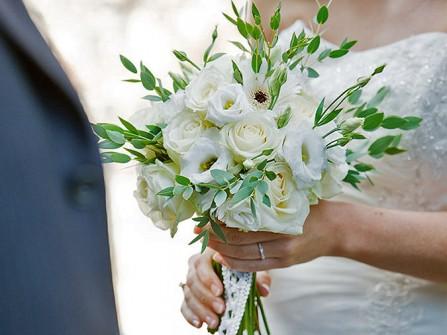 Hoa cưới cầm tay màu trắng thanh khiết