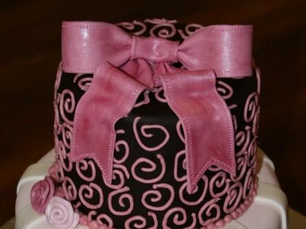 Bánh cưới đẹp tông hồng phong cách tiểu thư