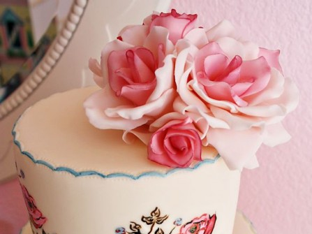 Bánh kem cưới vẽ tay tinh xảo