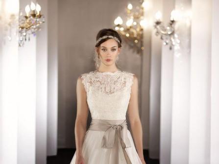 Váy cưới đẹp dáng xòe thắt nơ dài ngang eo