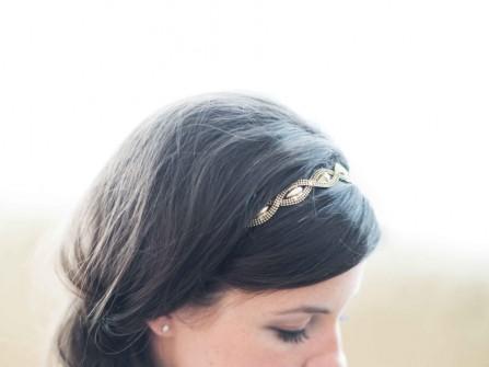 Tóc cô dâu tết đuôi sam lệch đơn giản
