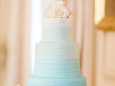 Bánh cưới đẹp 3 tầng màu xanh ombre thanh lịch