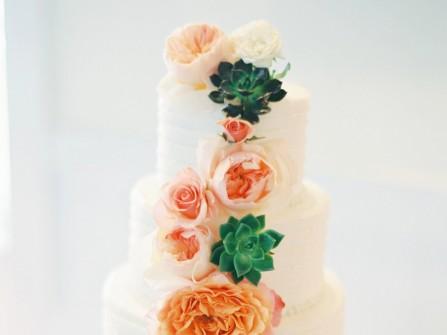 Bánh cưới đẹp 4 tầng kết hoa hồng và sen đá