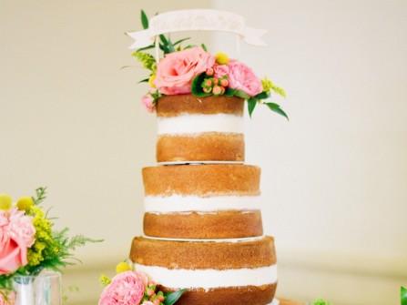 Bánh cưới naked vị vani phối kem bơ giữa tầng bánh