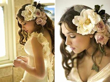 Tóc cô dâu đính hoa hồng bản to nổi bật