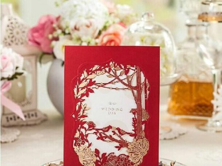 Thiệp cưới đẹp cắt laser nền đỏ may mắn và sang trọng