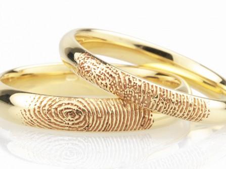 Nhẫn cưới vàng đẹp khắc dấu vân tay ấn tượng