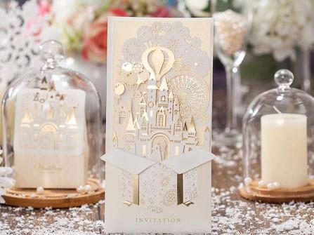 Thiệp cưới đẹp cắt laser hình lâu đài cổ tích