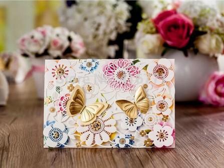 Thiệp cưới đẹp cắt laser họa tiết bươm bướm nổi 3D