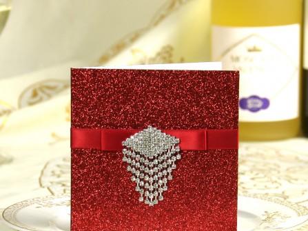 Thiệp cưới đẹp màu đỏ kim tuyến gắn phụ kiện đá
