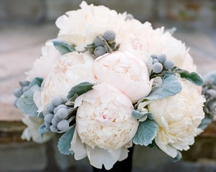 Hoa cưới cầm tay kết từ mẫu đơn hồng phấn