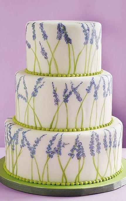 Bánh cưới vẽ tay hoa oải hương đầy lãng mạn