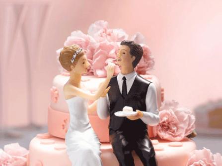 Bánh cưới đẹp màu hồng phấn đính hoa mẫu đơn