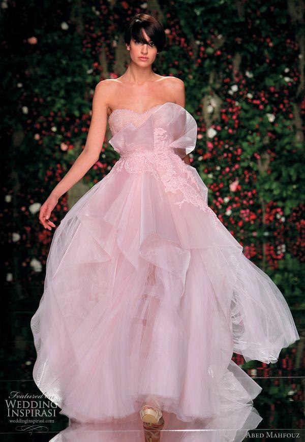 Váy cưới đẹp cúp ngực phủ voan phồng ấn tượng