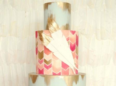 Bánh cưới đẹp dạng tròn họa tiết trang trí độc đáo